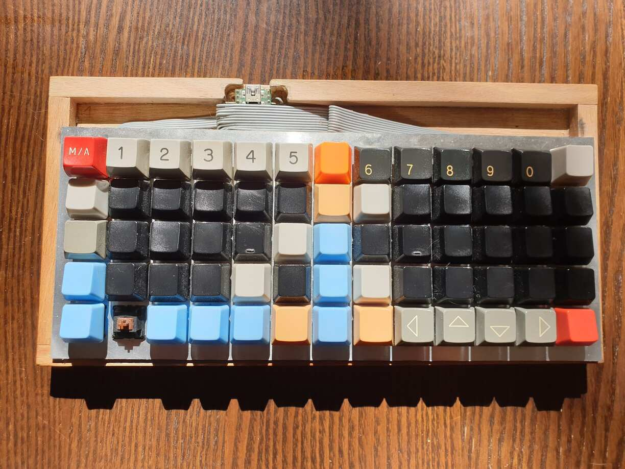 A wooden frame, an aluminium plate, some wires, a teensy and some switches.