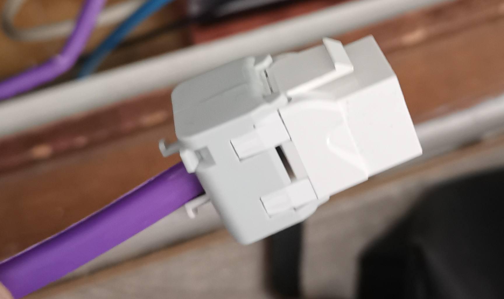 Le connecteur est refermé, presque prêt à l'emploi.