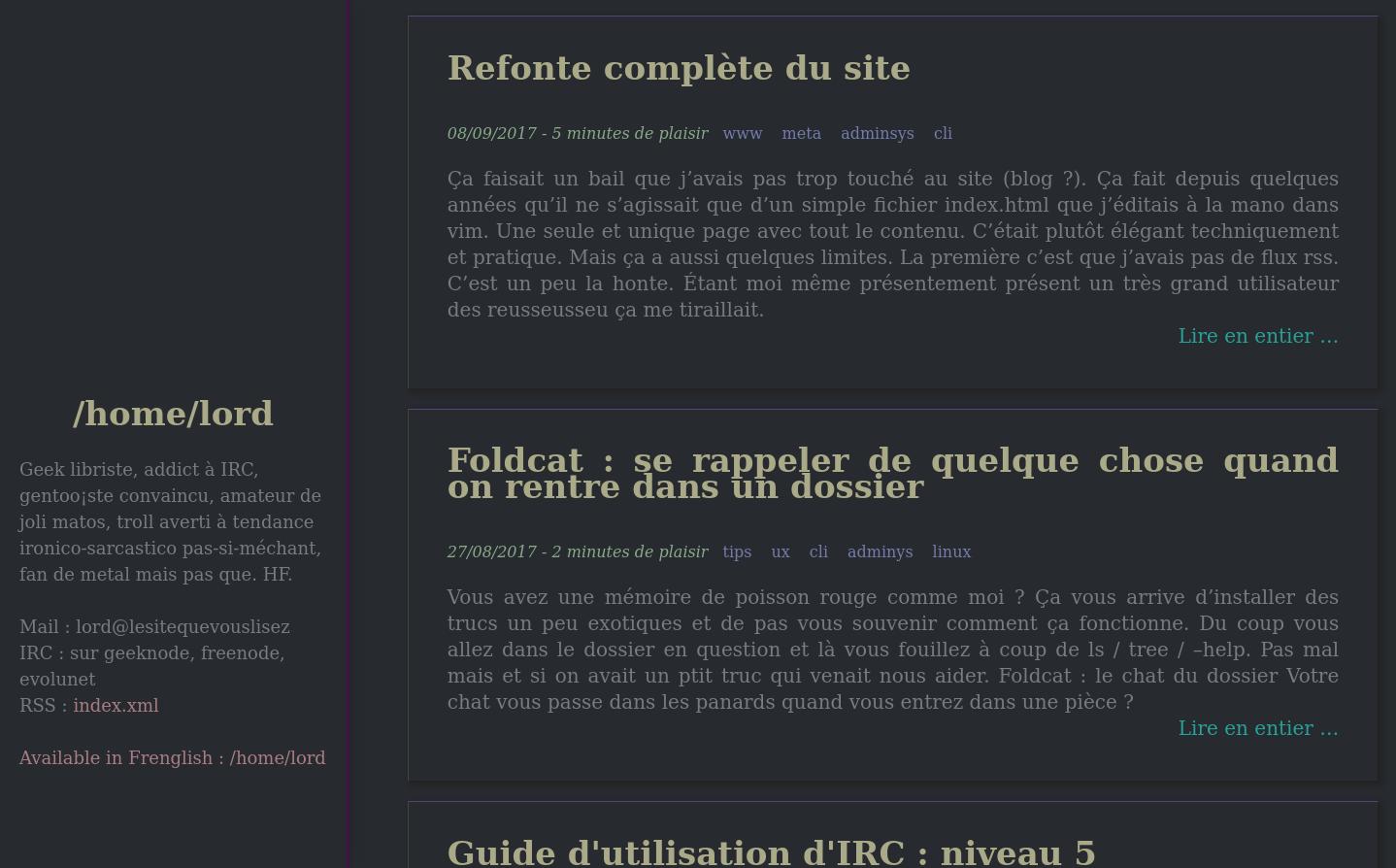 On a un design très proche de l'actuelle avec une colonne de présentation à gauche et le contenu à droite avec chaque article bien défini avec ses métadonnées et un lien pour lire en entier