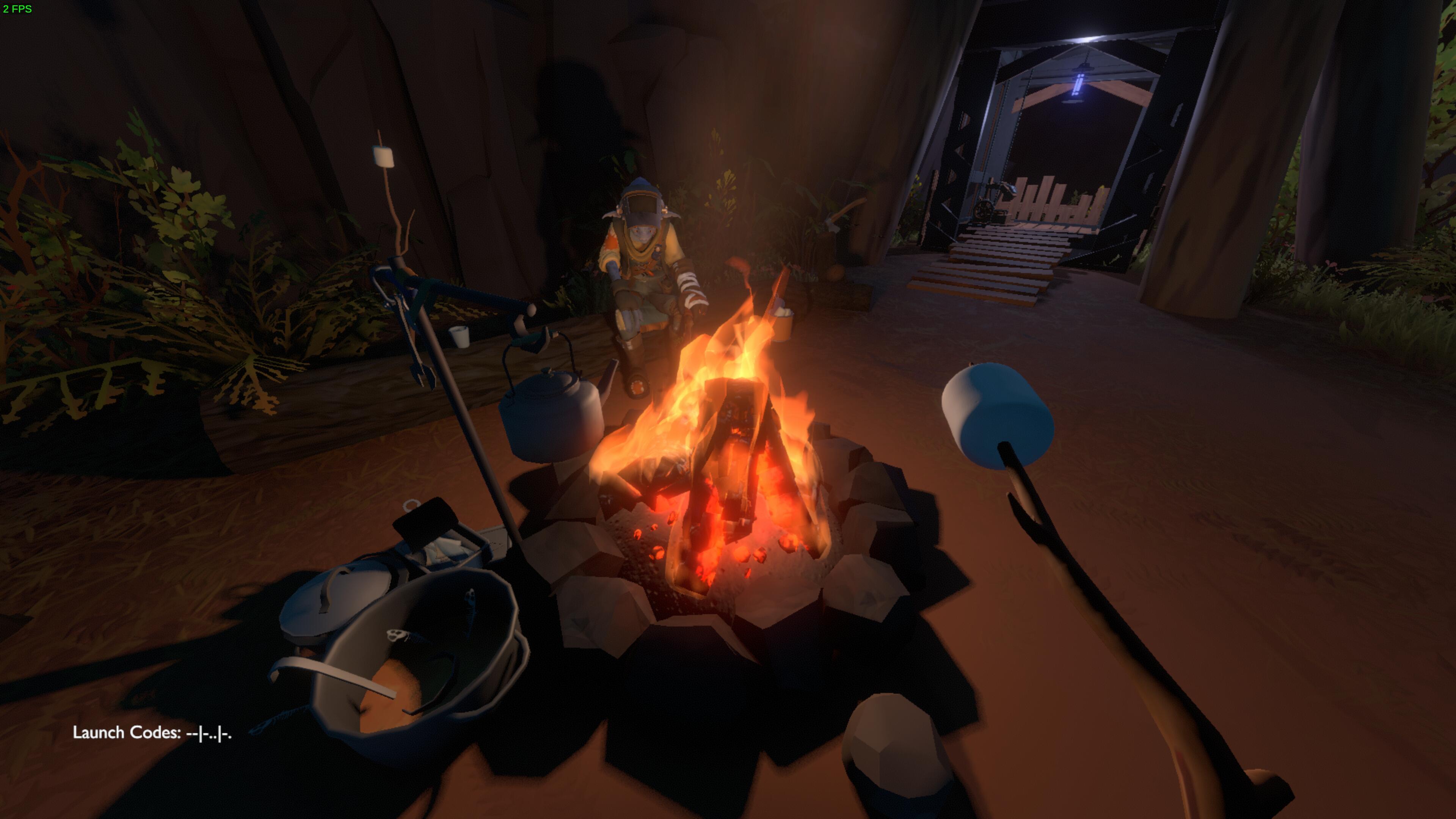 assis près du feu avec un shamallow planté au bout d'un baton pour le faire caraméliser