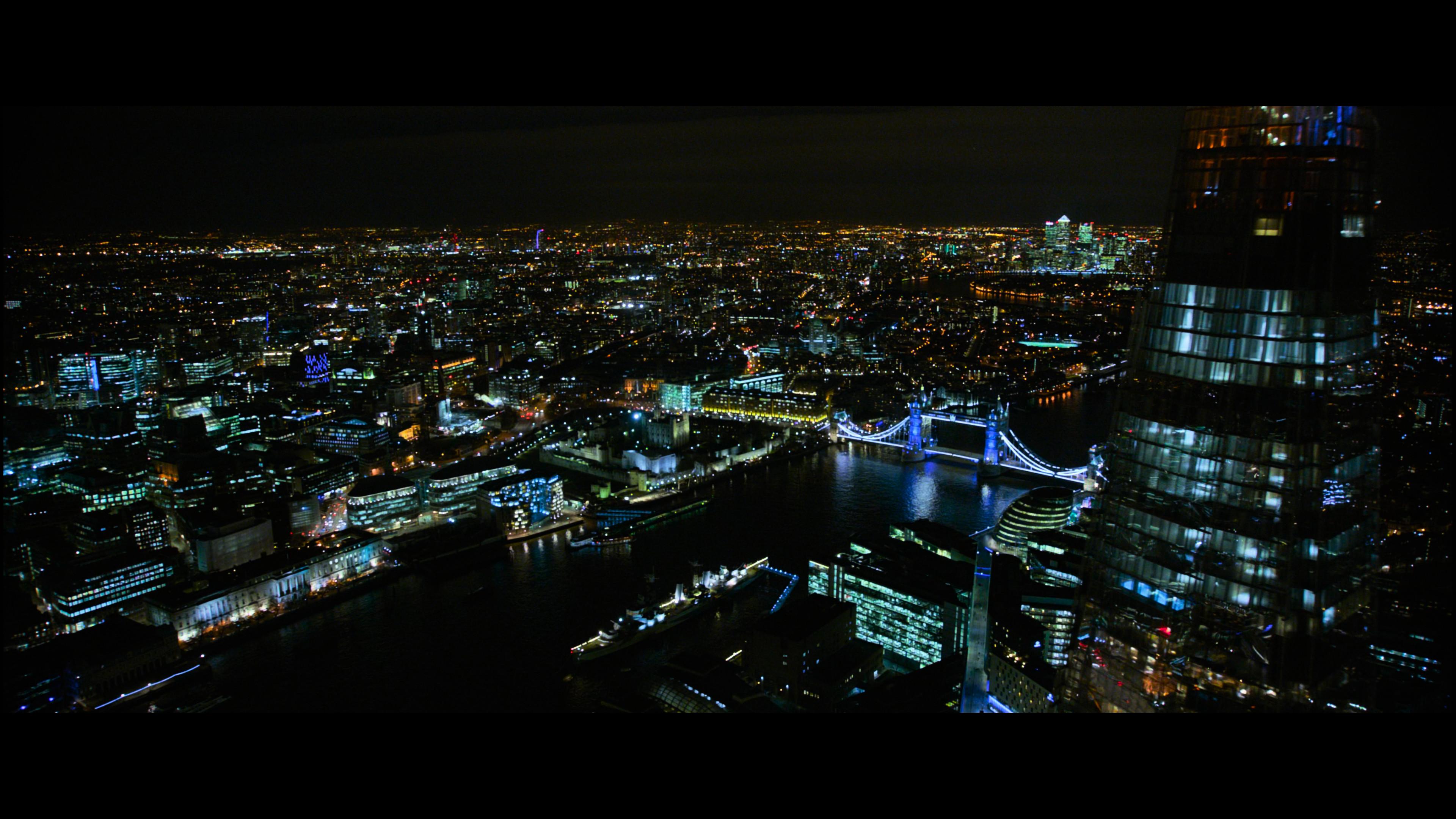 Vue de nuit de Londres avec tous les bâtiments éclairés